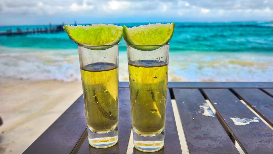 alkohol-zagraniczna-podroz-a-ubezpieczenie-turystyczne