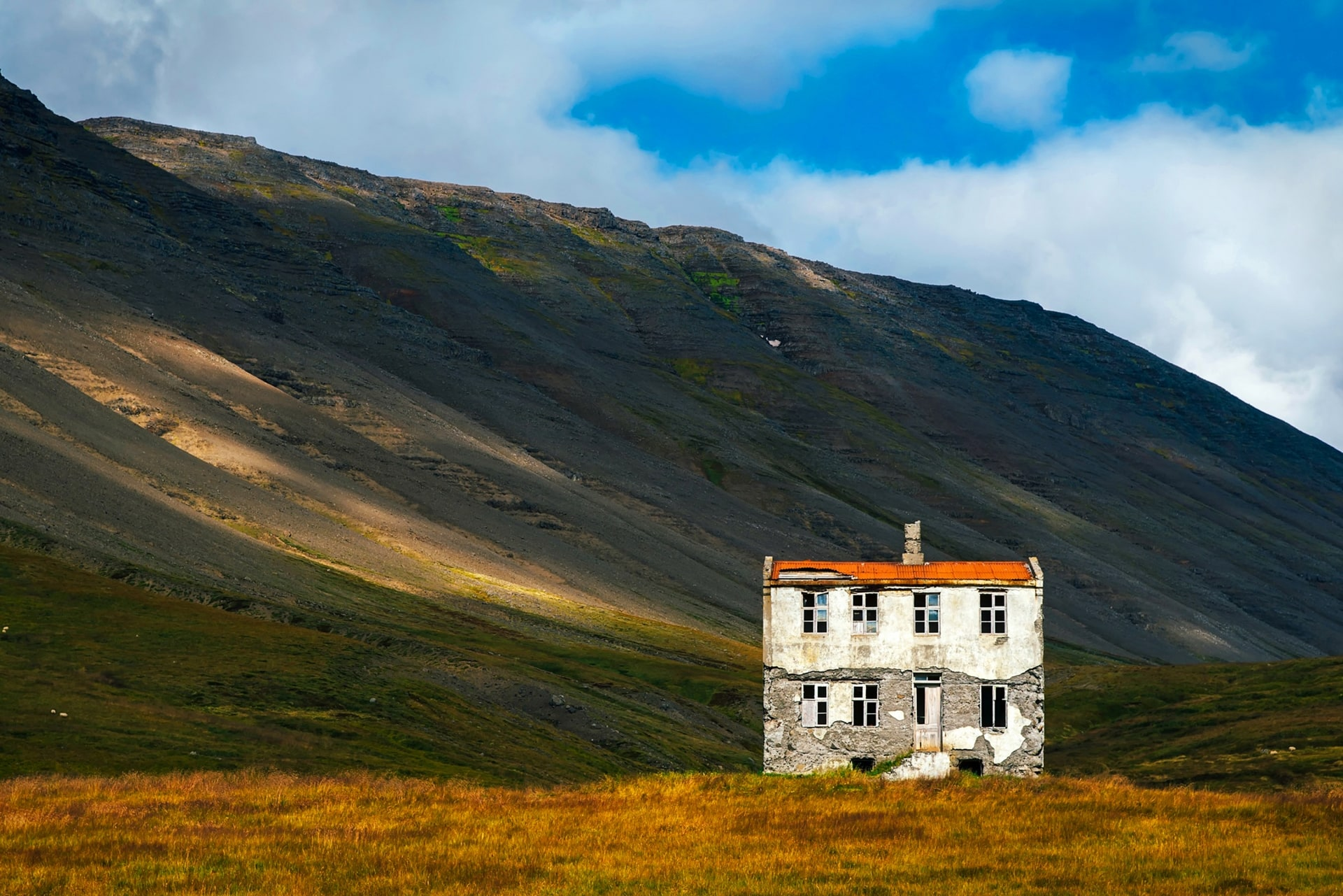 Uważaj na nieprzejezdne drogi i zmiany pogody w Islandii