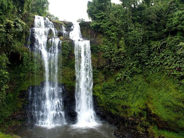 Niezwykły wodospad w Laosie.
