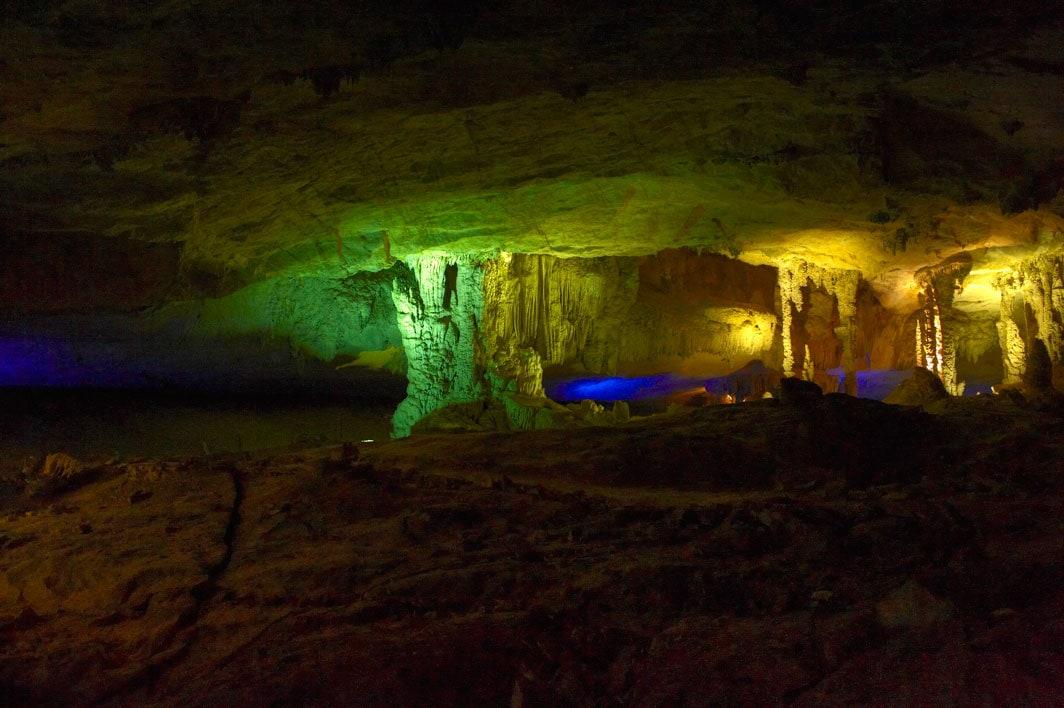 Najpiękniejsza jaskinia w Laosie.