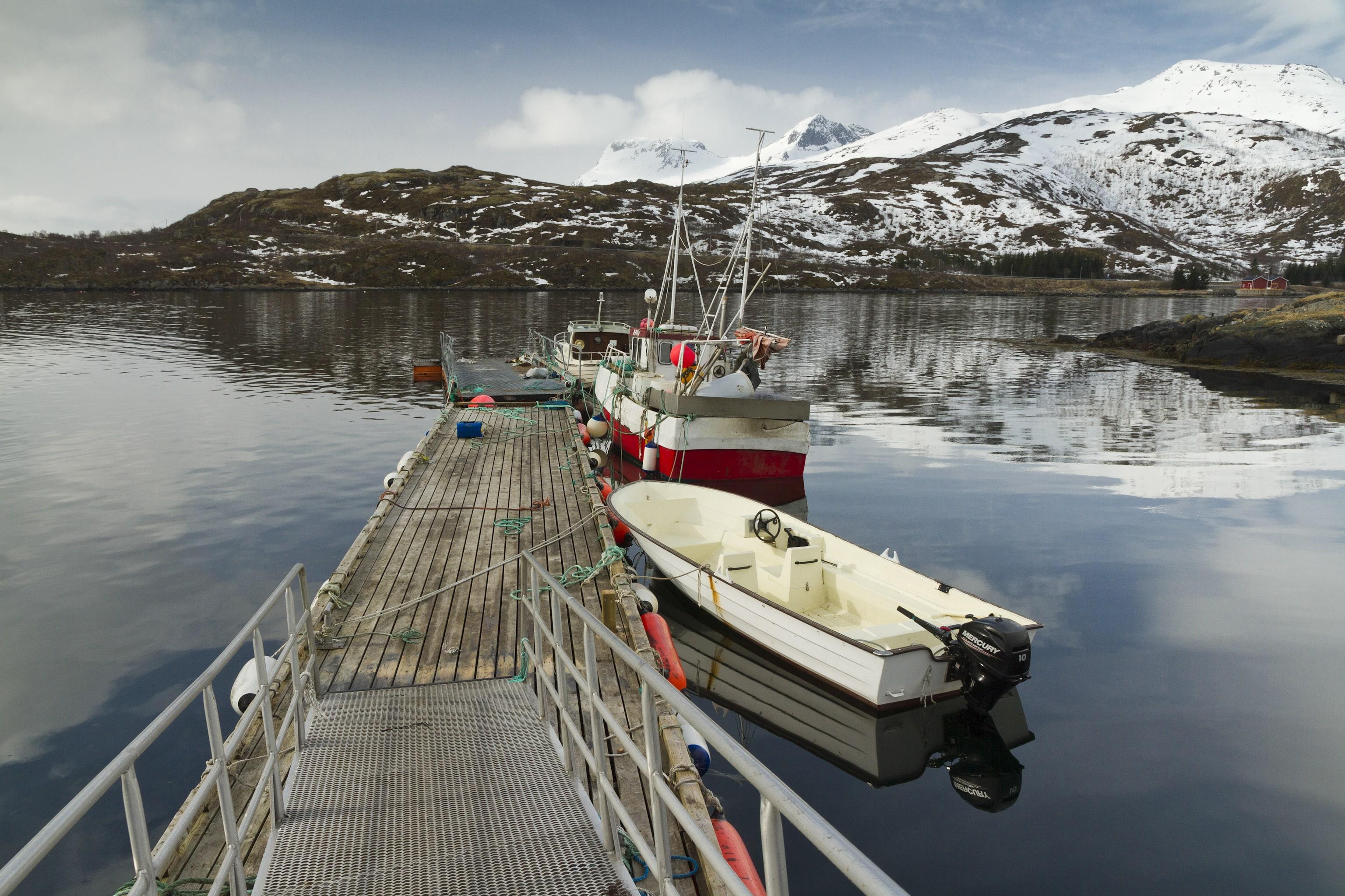 Jeżeli podróżujesz po norweskich wodach łodzią bądź pontonem, obowiązkowo zabierz ze sobą na pokład kamizelki ratunkowe.