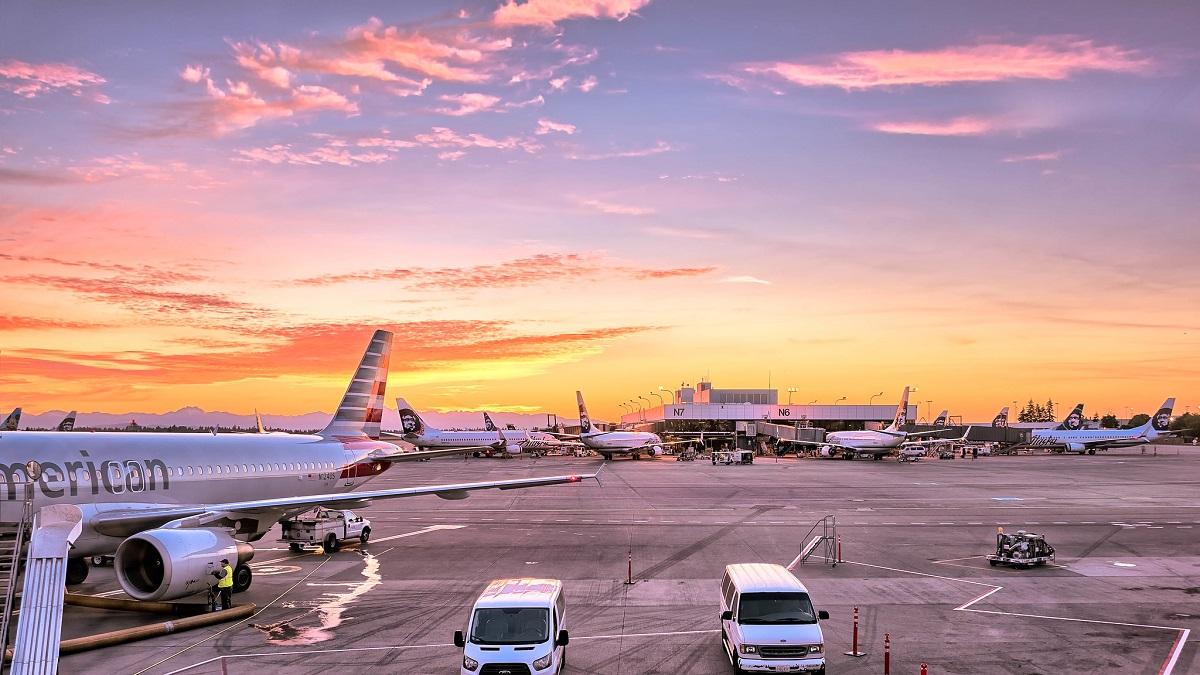 Opóźniony samolot, polisa a tanie linie lotnicze. Poznaj swoje prawa!