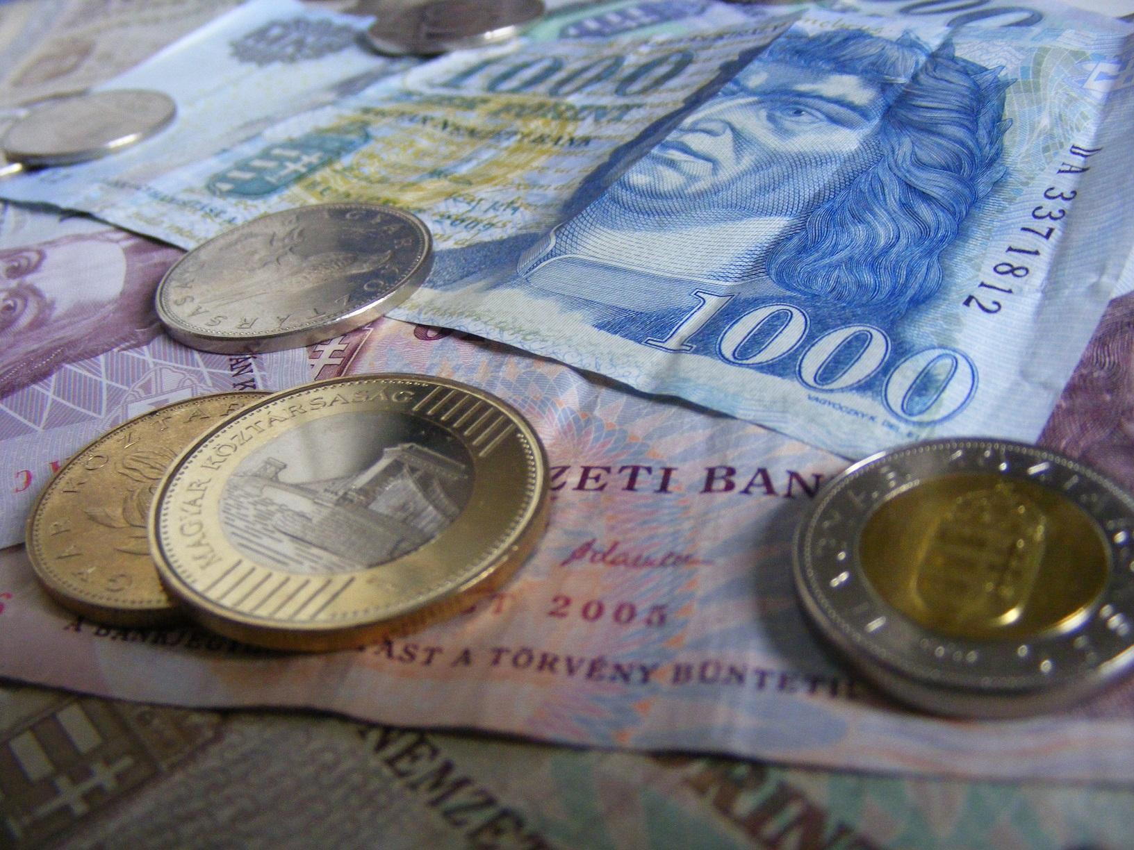 Przy wizycie na Węgrzech, zadbaj o lokalną walutę.
